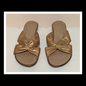 Onex Gold Woman's Wedge Sandal Size 5 Great
